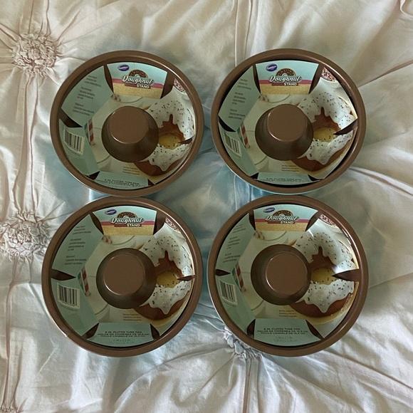 NWT Set of 4 Wilton Doughnut Fluted Tube Pans